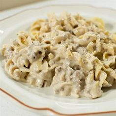 Hamburger Stroganoff Try this simplified beef stroganoff ready in just 30 minutes. Try this simplified beef stroganoff ready in just 30 minutes. Ground Beef Stroganoff, Homemade Beef Stroganoff, Hamburger Stroganoff, Beef Recipes For Dinner, Ground Beef Recipes, Cooking Recipes, Healthy Recipes, What's Cooking, Pie Recipes