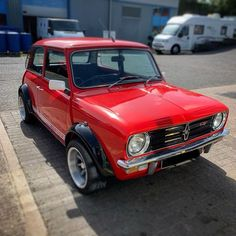 Mini 1275 GT from earlier today looking gorgeous in the sunshine. Mini Clubman, Mini Coopers, Classic Mini, Classic Cars, Mini Morris, Mini Stuff, Cute Cars, Nottingham, Mini Me