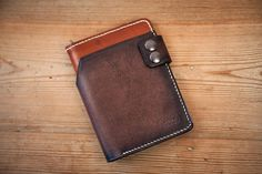 This leather wallet is an original design by Bandit, inspired by bikers wallets and made for men. Its compact size is designed to store all the personnal papers sizes you need on a daily basis. Its snap closure ensures good security. Light and thin, it slips easily into your jeans