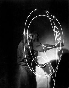 Pablo Picasso's Light Drawings by Gjon Mili, 1949 (1)