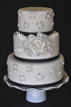 fondant cake black and white