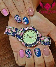 #onemovemalerei #gelmalerei #flower #royalgel #colorgel #nageldesign #wien #nails #nailart #crystalnails #vienna