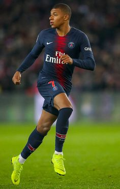 Cristiano Ronaldo and Lionel Messi will not win Ballon d'Or for one reason - Kylian Mbappe - Football Cristiano Ronaldo Juventus, Cristiano Ronaldo Lionel Messi, Neymar Jr, Football Neymar, Football Squads, As Monaco, Mbappe Psg, France Football, Lionel Messi Barcelona