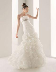 Chic strapless trumpet / mermaid chapel train bridal gowns