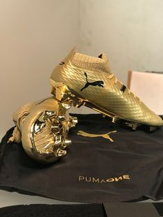 These are the only puma boots I actually like 😂 Best Soccer Shoes, Best Soccer Cleats, Girls Soccer Cleats, Nike Cleats, Soccer Gear, Cleats Shoes, Cool Football Boots, Football Shoes, Football Cleats