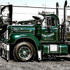 Old Mack Trucks, Old Pickup Trucks, Big Rig Trucks, Custom Big Rigs, Custom Trucks, Classic Chevy Trucks, Classic Cars, Chevy Classic, Show Trucks