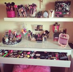 """""""I believe that all women are pretty without makeup-and can be pretty powerful with the right makeup.""""-Bobbi Brown"""