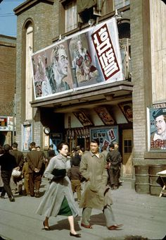 "Seoul: Street scene in front of movie theater showing 1948 movie ""Hamlet"" circa Old Pictures, Old Photos, Vintage Photos, Korean Photography, Street Photography, Retro Photography, Asian History, Modern History, Arirang Tv"