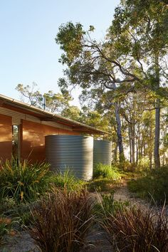 Cool Aussie Modern Cabin Ditches Logs for Corrugated Metal - Curbed Sustainable Architecture, Residential Architecture, Landscape Architecture, Landscape Design, Australian Architecture, Australian Homes, Contemporary Architecture, Australian Bush, Steel Framing