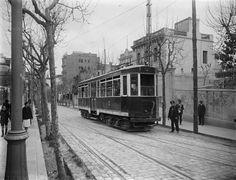 Tranvía del Casino de La Arrabassada en la calle República Argentina. Barcelona, años '20 '30. Colección Roisin / IEFC