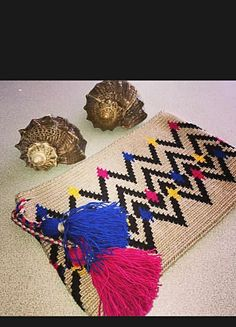 CLUTCH WAYUU 15 Crochet World, Knit Crochet, Crochet Wallet, Tapestry Crochet Patterns, Tapestry Bag, Crochet Decoration, Crochet Diagram, Crochet Handbags, Crochet Squares