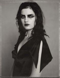 Paolo Roversi · Guinevere with black Eyes · 1996Verfügbarkeit anfragen  Check availability