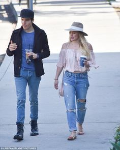 Hilary Duff with 'beau' Matthew Koma in Santa Barbara Summer Outfits, Casual Outfits, Fashion Outfits, Fashion Ideas, Fashion Inspiration, Preppy Style, Mom Style, Hilary Duff Style, The Duff