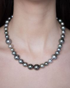 Big and bold behind Door pearls picked for their colour and lustre, hand strung to an white gold clasp. Tahitian Pearl Necklace, Tahitian Pearls, Calendar 2014, Advent Calendar, Fine Jewelry, White Gold, Jewels, Engagement Rings, Colour