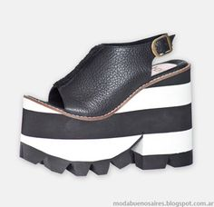 Sandalias primavera verano 2015 Hoku Shoes. Flip Flop Shoes, Flip Flops, Chunky Shoes, Spring Tops, Cool Street Fashion, High Heels, Footwear, Wedges, Black And White