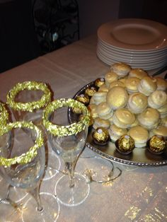 Golden Macarons for new years Eve.