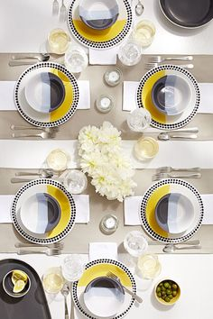 This Room Essentials dinnerware was made to mix and match and mix again. It's time to start planning your next dinner party. Dinner Room, Dinner Table, Decoration Table, Wedding Table Decorations, Beautiful Table Settings, Tabletop Accessories, Ceramic Tableware, Room Essentials, Dining Set
