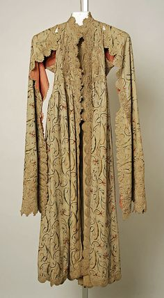 19th Century Entari with open sleeves. Here you see that long sleeves went all the way to under the knees. (Pharyah)