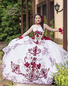Traditional quinceanera gowns and modern quince attire - find the dress that is right for your body type. Sweet 16 Dresses, Lovely Dresses, Beautiful Gowns, Mexican Quinceanera Dresses, Mexican Dresses, Quinceanera Ideas, Mariachi Quinceanera Dress, Ball Gown Dresses, Prom Dresses
