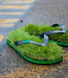 Kusa flip-flops supposedly give you the feel of walking around on grass, but they're high grade astro turf. idea for a mini garden too! Tactical Urbanism, Funny Shoes, Patio Pergola, Backyard, Artificial Turf, Garden Art, Garden Whimsy, Herbs Garden, Container Gardening