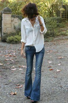 Tornano di moda gli anni  70. Quali sono le scarpe ideali da indossare con  i pantaloni a zampa  5a0efe3853c