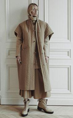 Deveaux Fall 2020 Ready-to-Wear Fashion Show - Vogue Fashion Show Collection, Winter Collection, Vogue Paris, Georgina Grenville, Jungkook Fashion, Mode 3d, Lookbook, Mode Inspiration, Mannequins