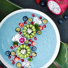 Hi there Blue Coconut Protein Smoothie Bowl. 1 frozen banana scoop Coconut Milk Power Plant Protein 1 small zucchini peeled and chopped Pinch of Spirulina powder Ice cubes Check Out More Smoothies Please! Apparel Store with cool stuff Link in Bio! Protein Smoothies, Fruit Smoothies, Smoothie Recipes, Smoothie Breakfast, Breakfast Bowls, Smoothie Bowl, Clean Eating, Healthy Eating, Bol Cake