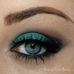 Created using StarCrushedMinerals eyeshadows. For this  she used Ariel ,AuNaturale and DarkMatter.
