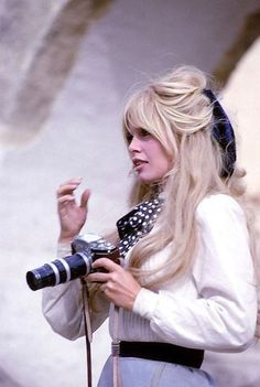 A cute pic of Brigitte Bardot from Viva Maria! BB so so gorgeous in this film! For everything Classic Hollywood, visit my website! Bridgitte Bardot, Bridget Bardot Hair, Bardot Brigitte, Brigitte Bardot Hairstyle, Pelo Retro, Star Francaise, 1960s Hair, Actrices Hollywood, French Actress