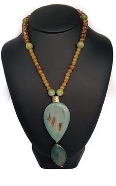 06063276b7e9 Collar en piedras naturales. Disponible en www.tanzanite.design