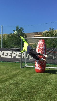 Goalkeeper save ModernGoalkeeping is Born To Fly with Gripmode gloves 🧤 Messi Soccer, Soccer Goalie, Soccer Drills, Soccer Coaching, Football Soccer, Alabama Football, American Football, College Football, Football Training Drills