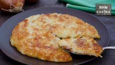 Il frico friulano è un piatto tipico del Friuli Venezia Giulia, realizzato con formaggio Montasio, patate e cipolle. Aviano Italy, Italian Cheese, Cheese Lover, Frittata, Kitchen Hacks, Biscotti, Finger Foods, Furla, Food To Make