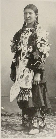 Free archive of historic Native American Indian Tribes Photographs, Pictures and Images. Photographs promote the Native American Tribes culture Native American Beauty, Native American Photos, American Indian Art, Native American Tribes, Native American History, American Indians, American Symbols, American Girl, Cherokee History