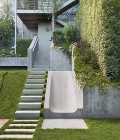 Rather than resist the natural slope of the Buena Vista Heights backyard, landscape architect Eric Blasen composed a well-considered, min...