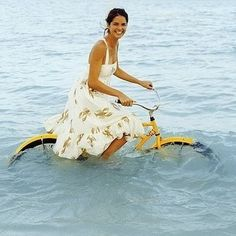 Waterfiets Fun riding yellow bike in the sea! J Crew Summer, Summer Fun, Summer Colors, Summer Picnic, Summer Girls, Cycle Chic, Bicycle Art, Mellow Yellow, Happy Weekend