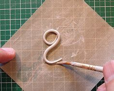 Well that's a genius idea.Rolling a coil in silver clay - i like the idea of doing it on a grid background to help with symmetry Jewelry Making Tutorials, Clay Tutorials, Clay Texture, Do It Yourself Jewelry, Metal Clay Jewelry, Silver Jewellery, Bead Jewellery, Jewellery Making, Diy Jewelry