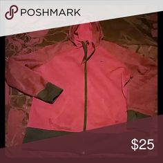 Xl Nike therma fit hoodie Womans nike therma fit hoodie in great condition. No longer fits. Nike Tops Sweatshirts & Hoodies