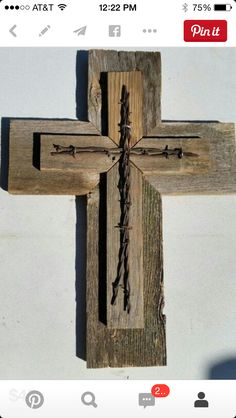 Old Wood Projects Barn Boards Barbed Wire 28 Ideas Barn Wood Crafts, Barn Wood Projects, Reclaimed Wood Projects, Pallet Crafts, Wooden Crafts, Wooden Crosses, Crosses Decor, Wall Crosses, Rustic Cross