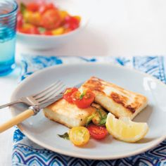 Fried Minty Halloumi with Tomato Salad - Best Recipes Halloumi, Baby Tomatoes, Good Food, Yummy Food, Perfect Food, Recipe Collection, Easy Meals, Easy Recipes, Fries