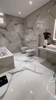 Home Building Design, Home Room Design, Home Design Plans, Bathroom Design Layout, Bathroom Interior Design, Home Spa Room, Affordable House Plans, Luxury Bathtub, Home Decor Shelves