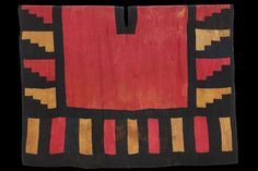 Peru, Nasca-Huari style (500 - 700), Unku with staggered and linear designs, plain weave with discontinued warp in camelid fibre, 500 AD - 700 AD