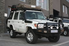land cruiser expedition - Pesquisa Google Toyota Lc, Toyota Cars, Toyota Vehicles, Land Cruiser 70 Series, Bull Bar, Defender 110, Expedition Vehicle, 4x4 Trucks, Roof Rack