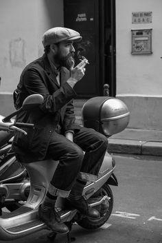 The Sharp Gentleman 上身:單穿很老的微格子衫外搭休閒西裝外套;低桶皮鞋搭花襪帶出休閒、年輕氣息。