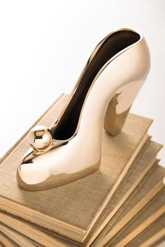 The Lulu Shoe Bookend in gold by Nima Oberoi Lunares