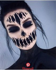 Are you looking for inspiration for your Halloween make-up? Browse around this website for creepy Halloween makeup looks. Creepy Halloween Makeup, Amazing Halloween Makeup, Halloween Inspo, Halloween Makeup Looks, Halloween Party, Haloween Makeup, Halloween Face Paint Scary, Halloween Images, Halloween Season