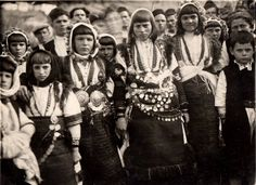 Young girls from Mariovo