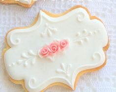 cookies decoradas Romantic White Plaque Cookie Accented with Pink Roses Cookies Cupcake, Cookie Icing, Flower Cookies, Iced Cookies, Royal Icing Cookies, Cookies Et Biscuits, Sugar Cookies, Rosette Cookies, Elegant Cookies