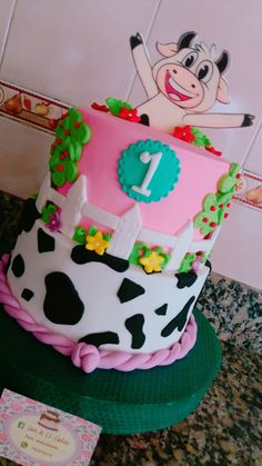 Torta de la vaca Lola Farm Birthday Cakes, 1st Birthday Party For Girls, Farm Animal Birthday, Second Birthday Ideas, Cowgirl Birthday, Cowgirl Party, 1st Birthdays, Lindor, Ideas Para