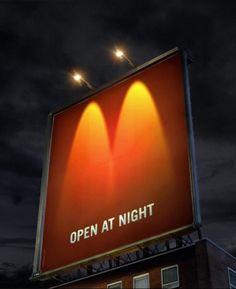 「マクドナルドが夜間営業を新しく行うことを周知するための看板広告。 夜、ロゴマーク(ゴールデンアーチ)を2つのライトだけで巨大看板に描いています。夜でも営業していることを、如実に物語るクリエイティブ。思わず目を奪われる巧みな表現。」(ブログタイムズ)