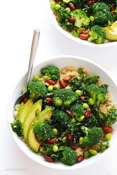 This Easy Superfood Quinoa Bowl is loaded up with fresh green superfoods, and topped with a simple sesame vinaigrette and almonds.